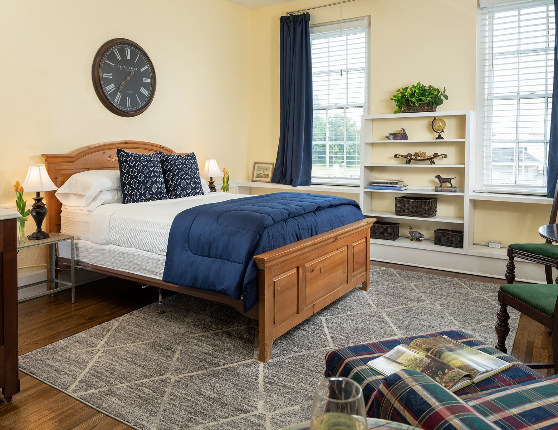Flyways room bed - romantic lodging in West Tennessee