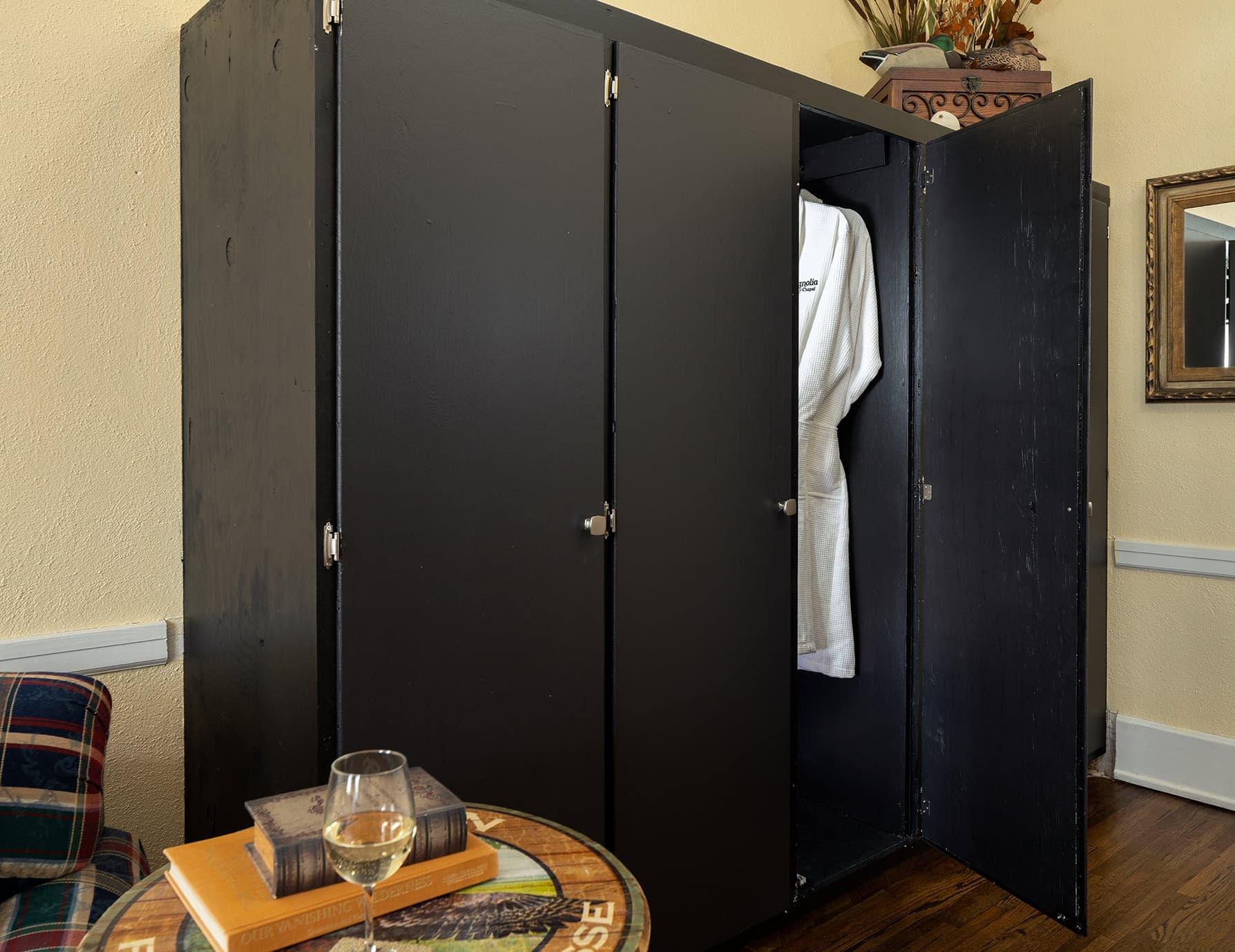 Flyways room cabinet