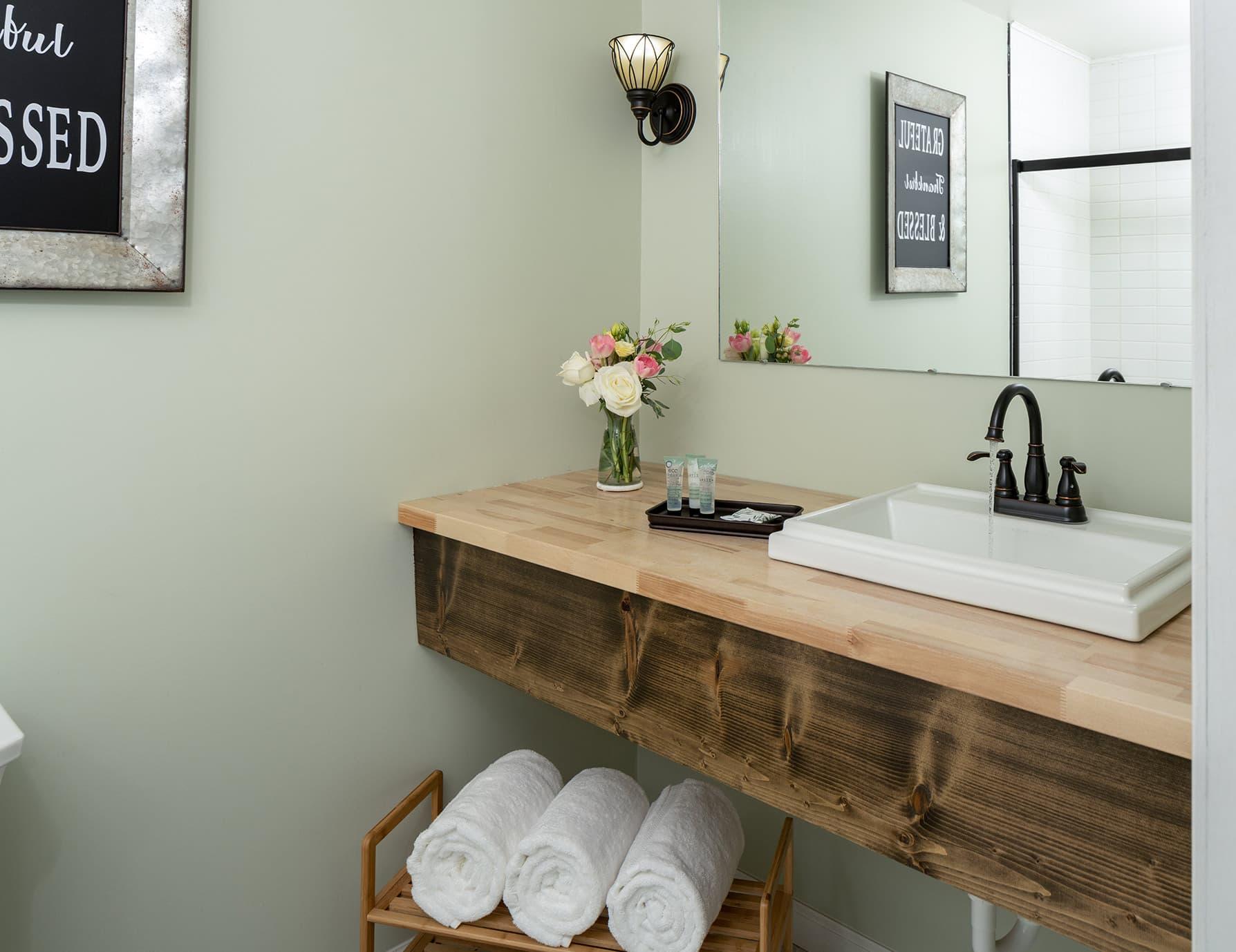 Suite Magnolia bathroom