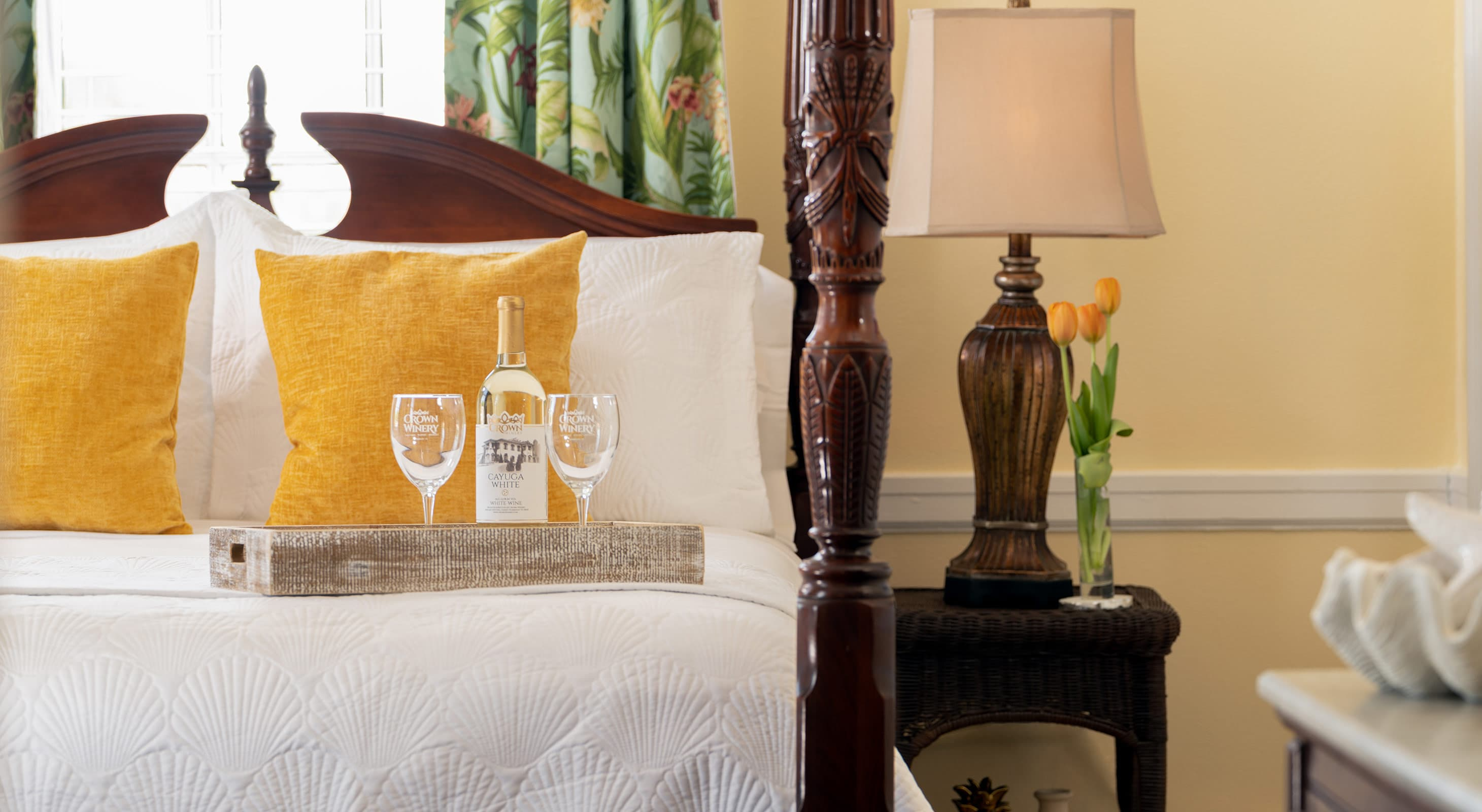 White wine and glasses for a romantic Tennessee getaway